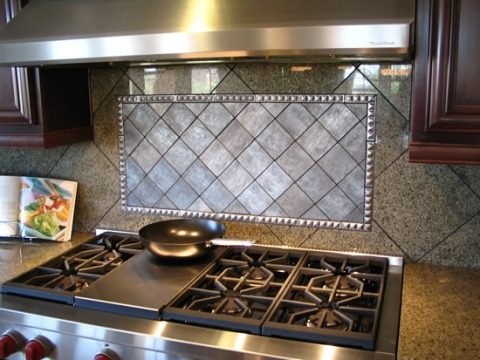 http://dekortv.files.wordpress.com/2011/01/kitchen-tiles-backsplash.jpg?w=480