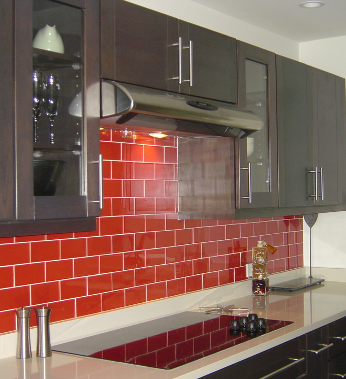 Mutfak dekor dekorasyon ve tadilat portali for Red and black kitchen backsplash