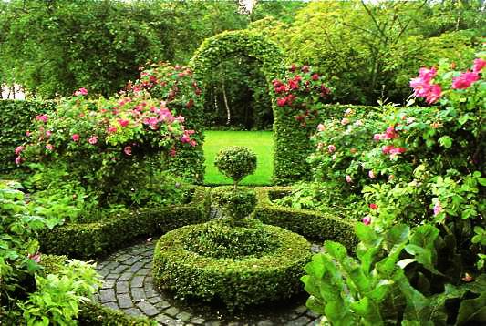 Bahçe evimizi gösteren bizi içine alarak rahatlatan ve stresimizi